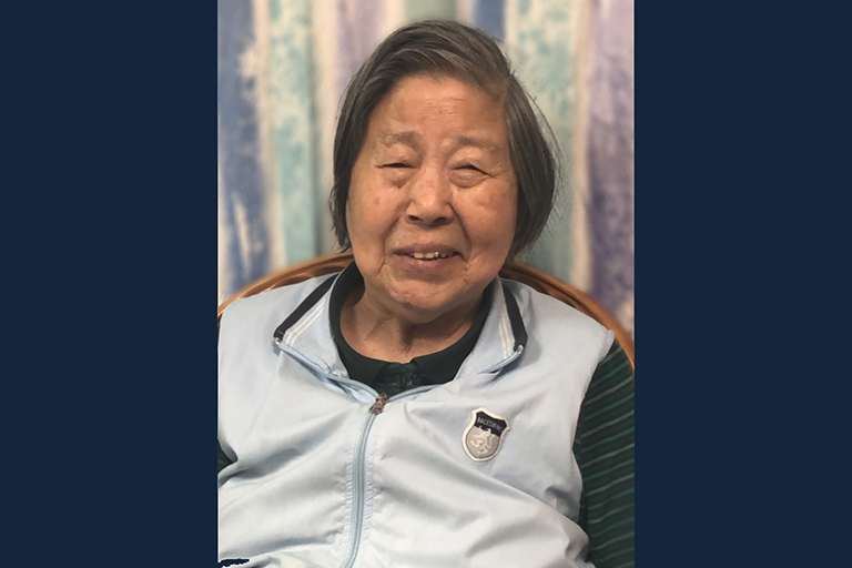 Home of Champions – The Highlands resident swears in as US citizen at 77