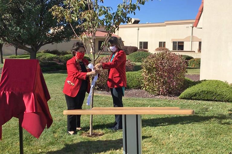 Life Care Center of Farmington holds COVID-19 memorial